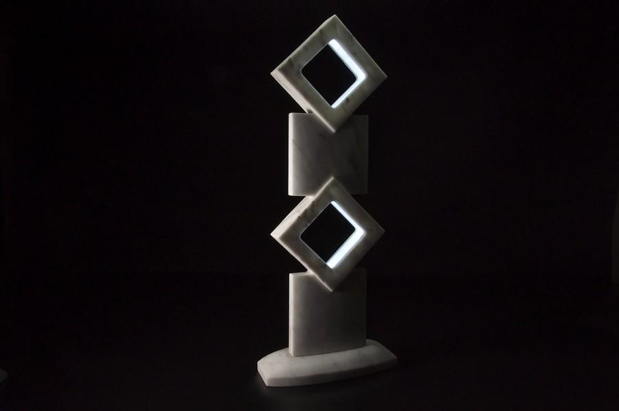 Stonevolution - Lampada in marmo di carrara a forma di rombi